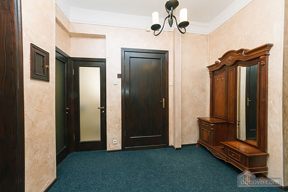 Apartment in the center of Kyiv, Three Bedroom (53476), 021