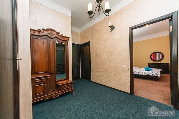 Apartment in the center of Kyiv, Three Bedroom (53476), 022