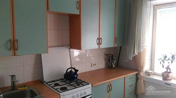 Уютная квартира на Лукьяновке, 2х-комнатная (86663), 003
