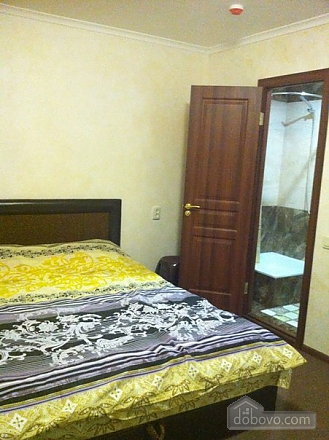 Room with big bed in cozy Hostel Club, Studio (98473), 001