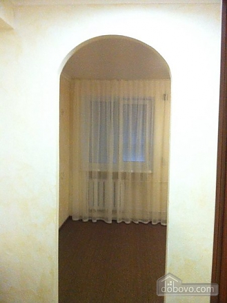 Room with big bed in cozy Hostel Club, Studio (98473), 003
