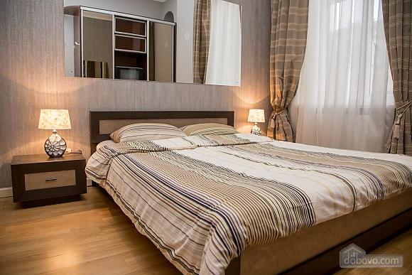 Апартаменти в пару хвилинах від Оперного театру, 2-кімнатна (26673), 001
