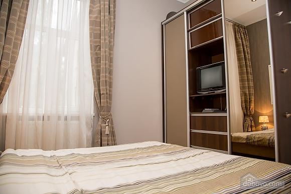 Апартаменти в пару хвилинах від Оперного театру, 2-кімнатна (26673), 005