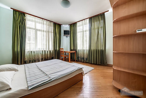 Apartment in the historical centre, Two Bedroom (93210), 022