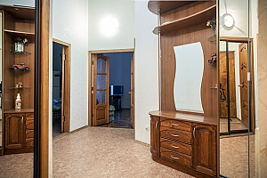Квартира возле Соборной площади, 2х-комнатная, 002