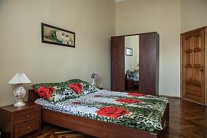 Квартира возле Соборной площади, 2х-комнатная, 003