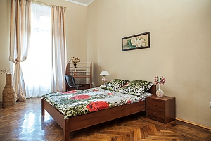 Квартира возле Соборной площади, 2х-комнатная, 001