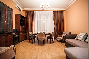 Видовая квартира на Крещатике, 2х-комнатная, 002