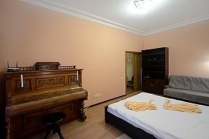 Видовая квартира на Крещатике, 2х-комнатная, 003