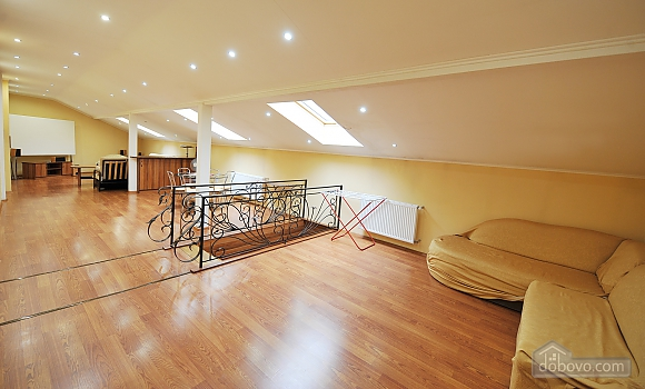 Duplex apartment in the center, Trois chambres (96784), 015