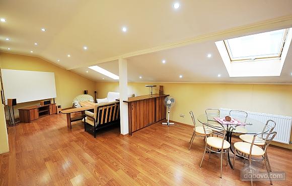 Duplex apartment in the center, Trois chambres (96784), 001