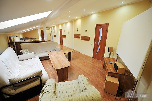 Duplex apartment in the center, Trois chambres (96784), 016