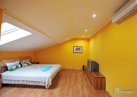 Duplex apartment in the center, Trois chambres (96784), 017