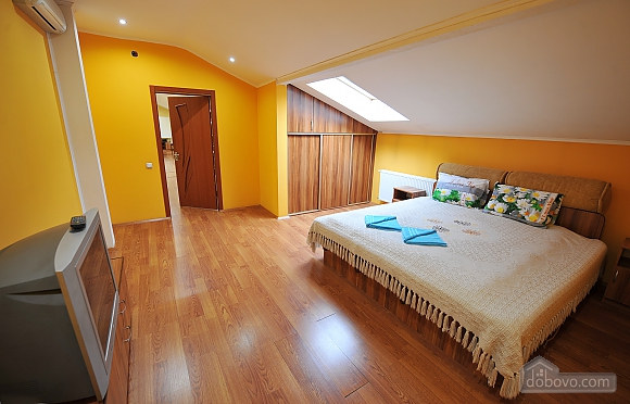 Duplex apartment in the center, Trois chambres (96784), 002