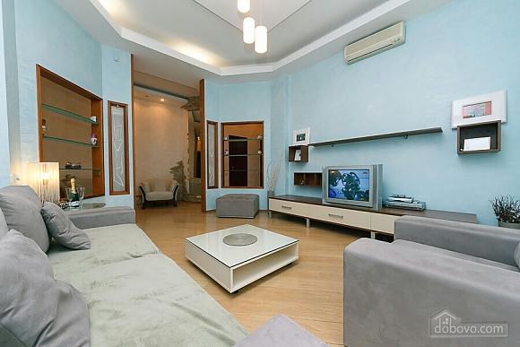 Велика квартира на Бесарабській площі, 3-кімнатна (36197), 002