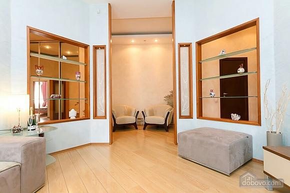 Велика квартира на Бесарабській площі, 3-кімнатна (36197), 005