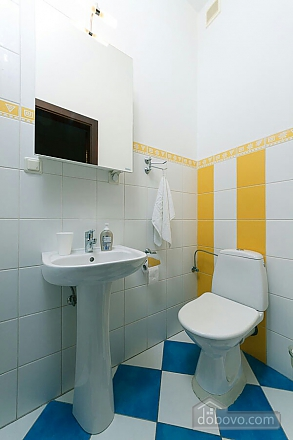 Велика квартира на Бесарабській площі, 3-кімнатна (36197), 008