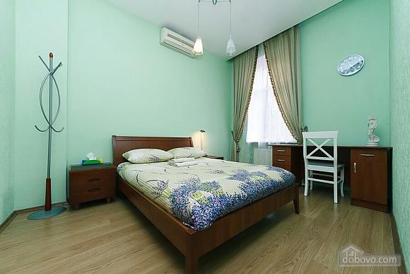 Велика квартира на Бесарабській площі, 3-кімнатна (36197), 013