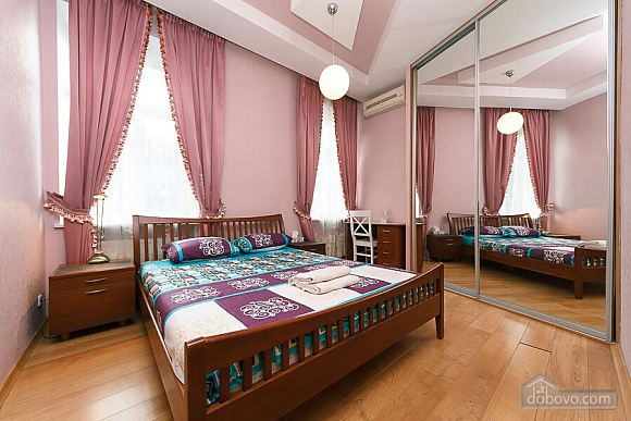 Велика квартира на Бесарабській площі, 3-кімнатна (36197), 001