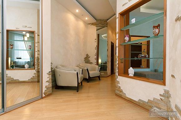Велика квартира на Бесарабській площі, 3-кімнатна (36197), 016