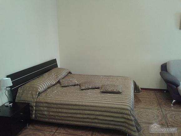 Квартира поряд із центром, 1-кімнатна (45294), 006