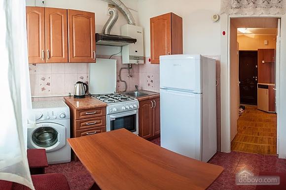 Бюджетная квартира недалеко от центра, 1-комнатная (52185), 002