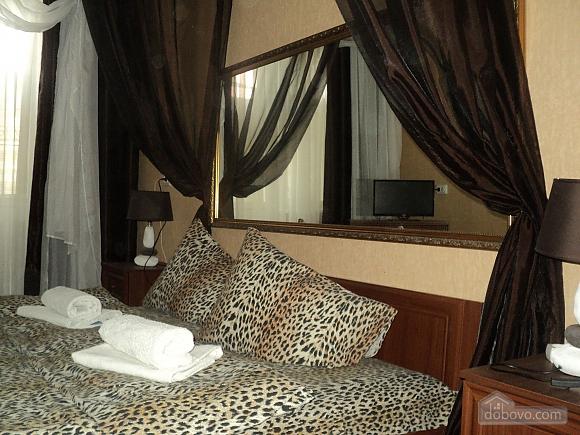 Квартира рядом с центральным рынком, 2х-комнатная (15796), 001