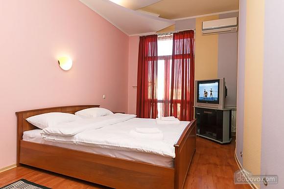 Apartment with view on Nezalezhnosti square, One Bedroom (50677), 005