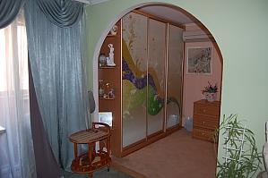 Квартира біля ТРЦ Ocean Plaza, 2-кімнатна, 004