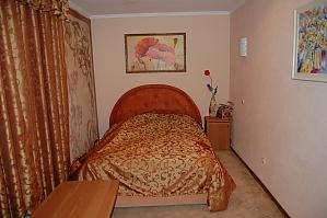 Квартира біля ТРЦ Ocean Plaza, 2-кімнатна, 001