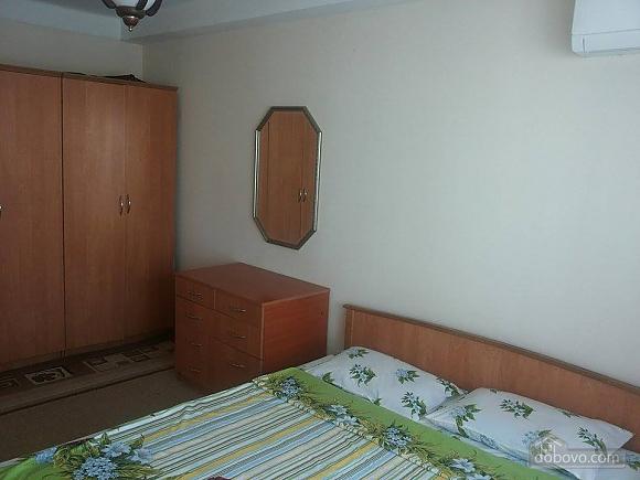 Budget apartment near the Olympiiskyi stadium, One Bedroom (20590), 003