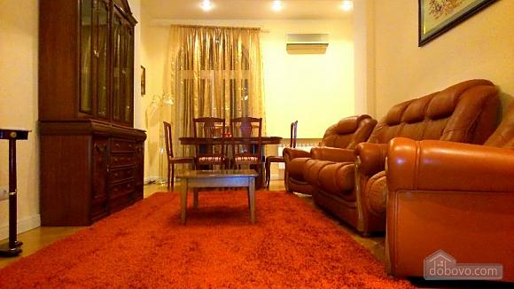 Квартира в самом центре, 3х-комнатная (61412), 008