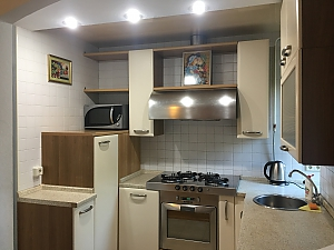 Apartment with jacuzzi near the metro, Due Camere, 012