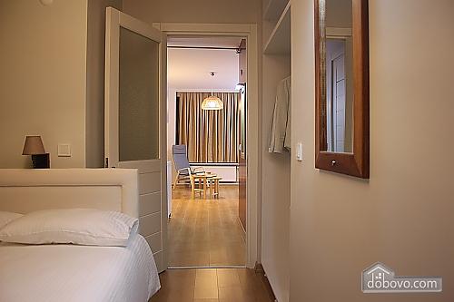 Светлая и уютная квартира, 2х-комнатная (81462), 001