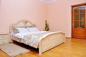 VIP apartment near to Livoberezhna station, Due Camere, 002