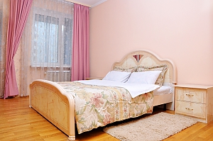 VIP apartment near to Livoberezhna station, Due Camere, 001