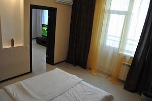 VIP апартаменти біля метро Позняки, 2-кімнатна, 002