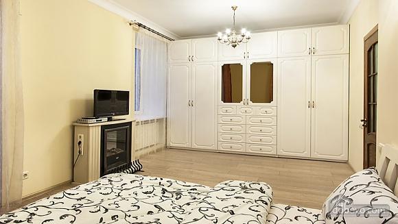 Затишна квартира на Майдані, 3-кімнатна (25705), 002