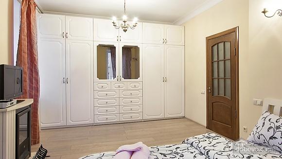 Затишна квартира на Майдані, 3-кімнатна (25705), 003