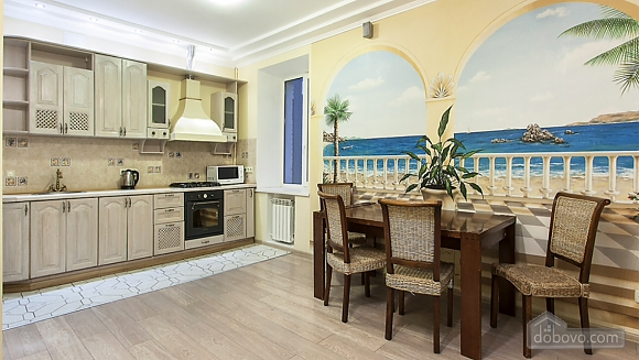 Затишна квартира на Майдані, 3-кімнатна (25705), 006