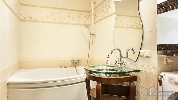 Затишна квартира на Майдані, 3-кімнатна (25705), 009