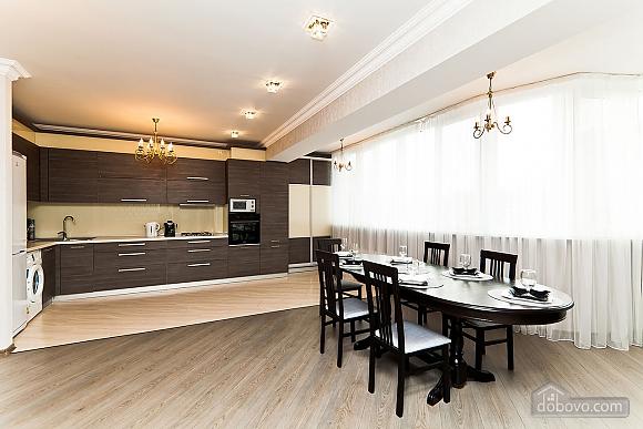 Шикарна квартира з великою терасою, 3-кімнатна (93956), 005