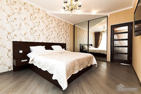 Шикарна квартира з великою терасою, 3-кімнатна (93956), 002