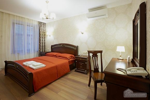Просторная и современная квартира, 2х-комнатная (72051), 002