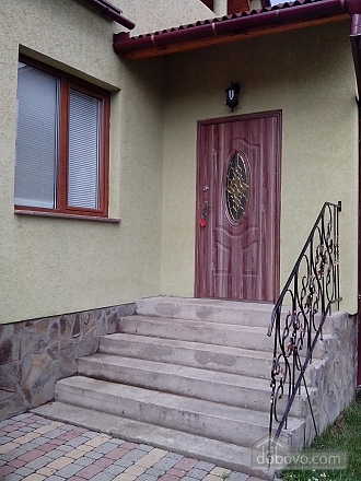 A spacious house with a big yard, Studio (53645), 007