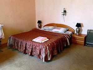 Квартира біля площі Незалежності, 2-кімнатна, 001