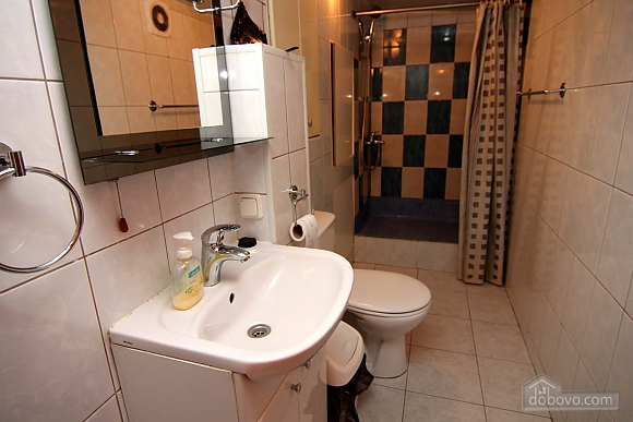 Cosy apartment opposite to McDonalds, Due Camere (70560), 010