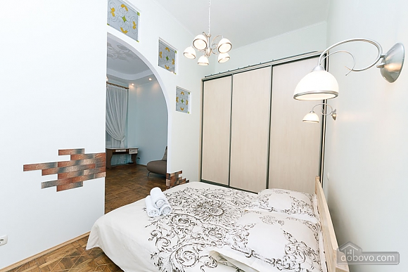 Close to the сentre in the old town, Un chambre (13868), 014