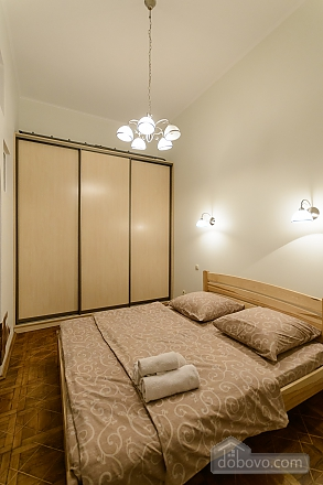 Close to the сentre in the old town, Un chambre (13868), 003