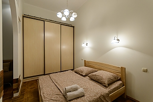Close to the сentre in the old town, Un chambre, 001